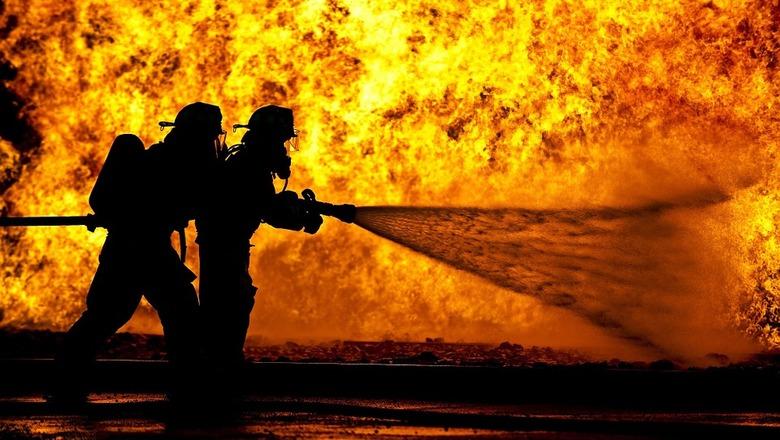 В Курской области потушили пожар в промышленном ангаре 